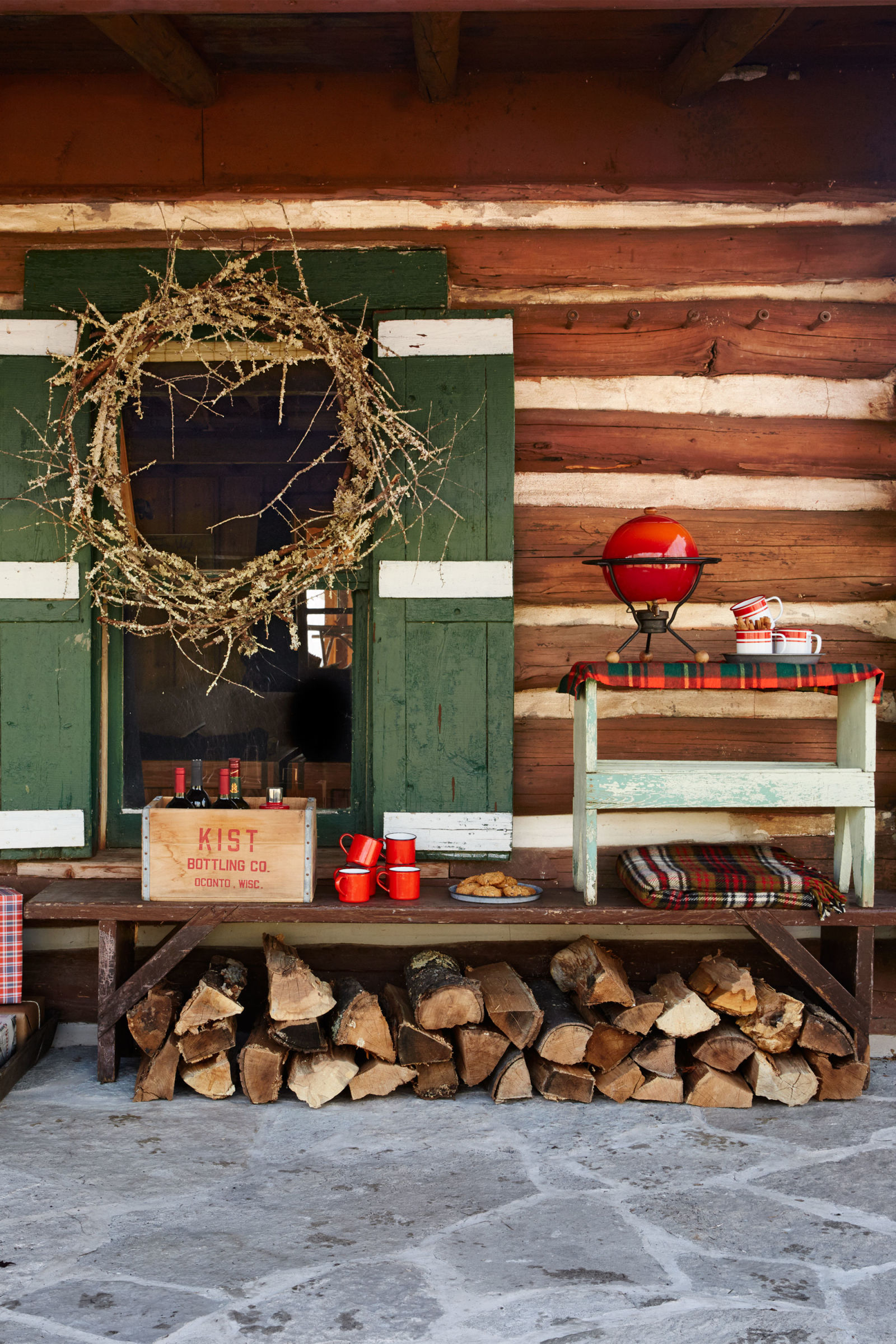 Cabin inspired front porch holiday decor