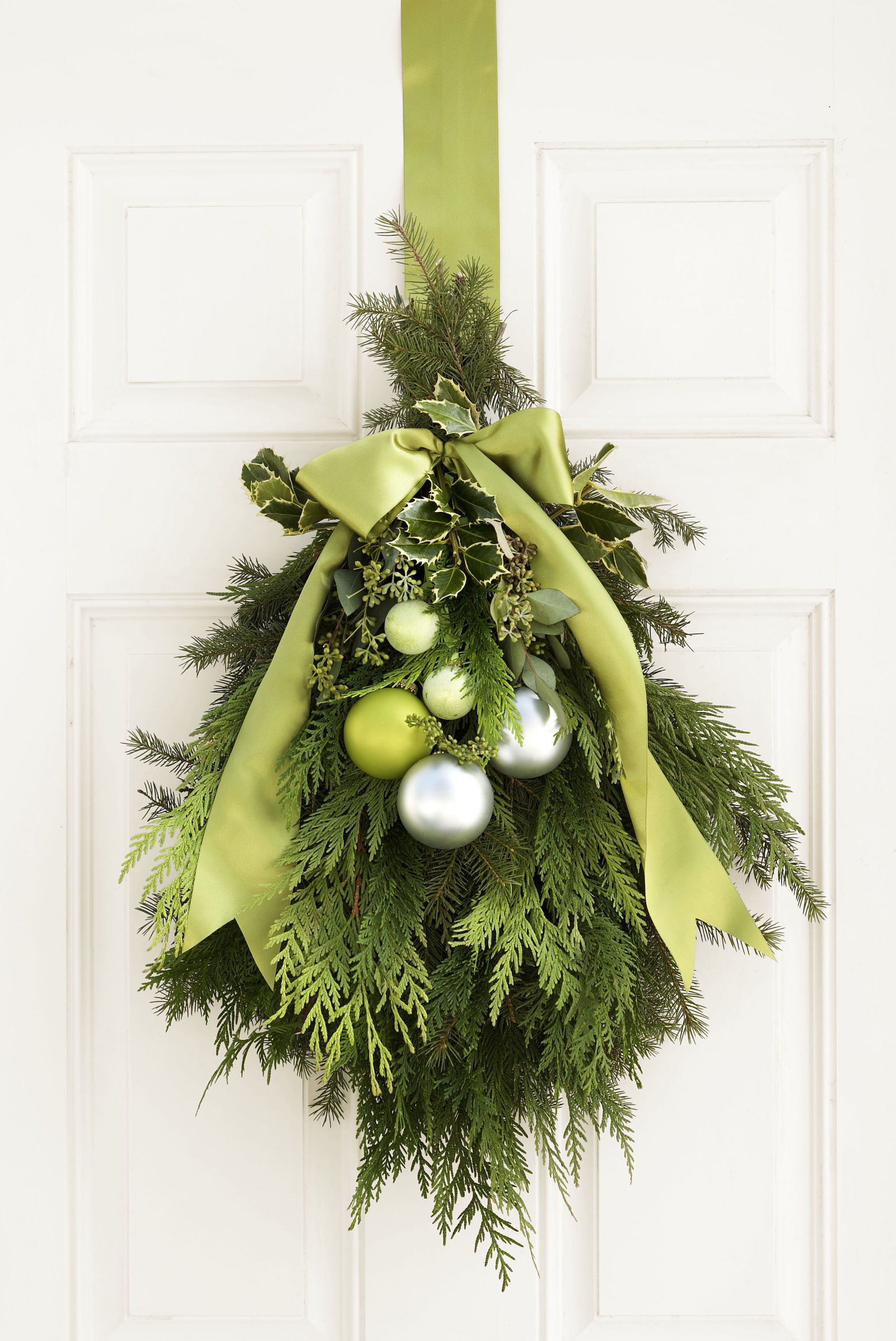 Diy christmas door green decor