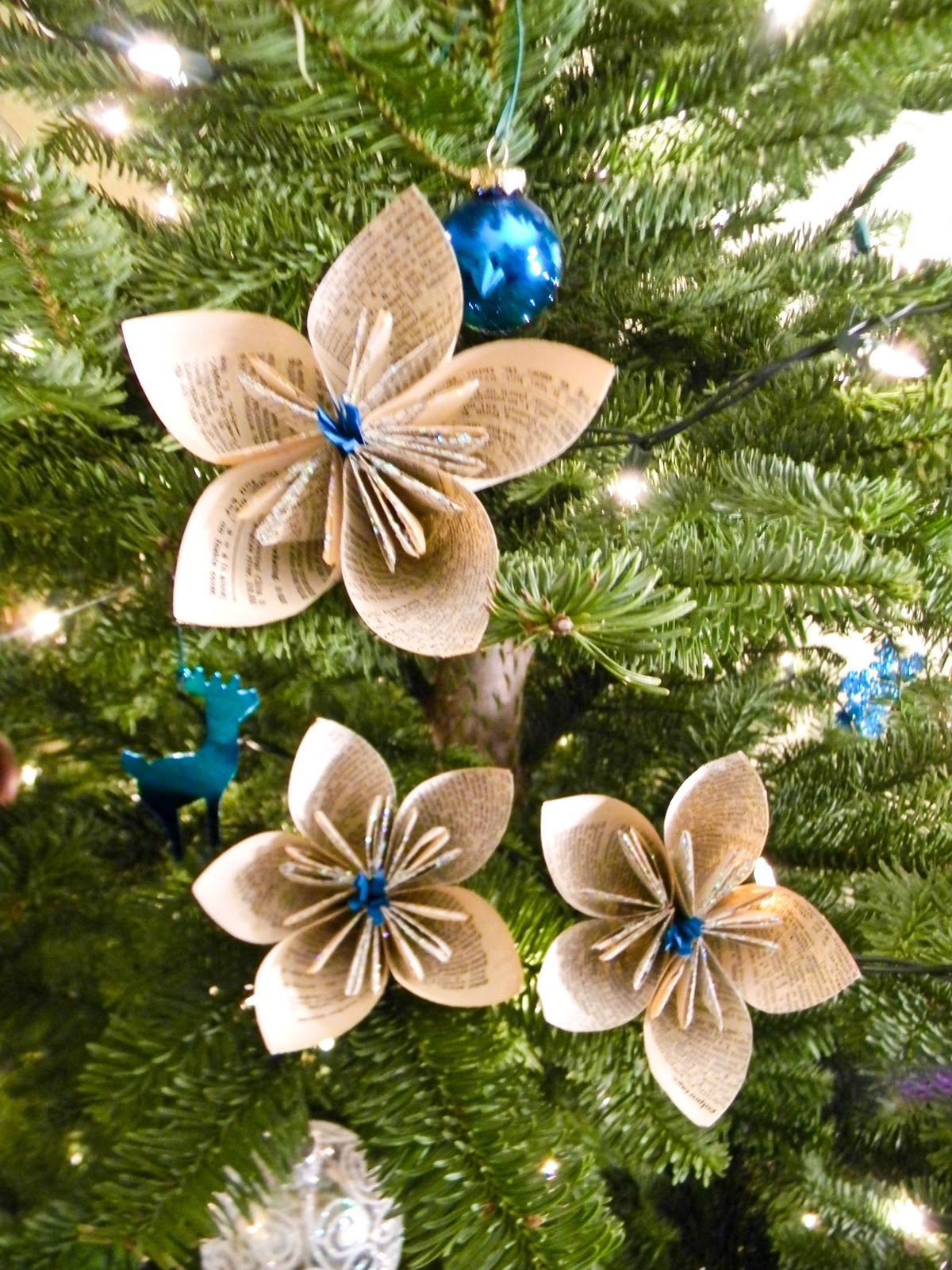 11 paper dictionary flowers - How To Make Your Own Christmas Decorations