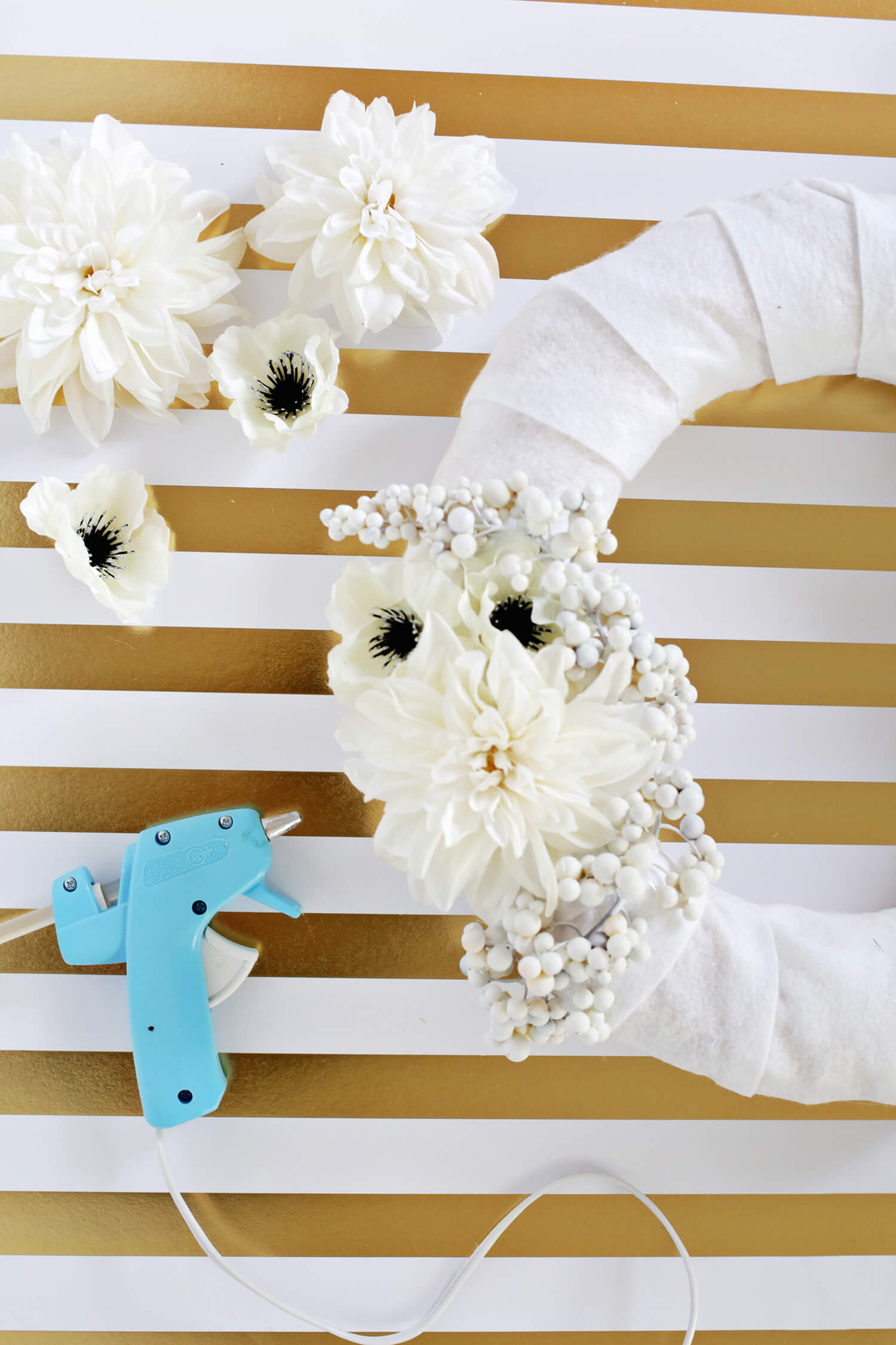 Diy gold and white holiday wreath 3