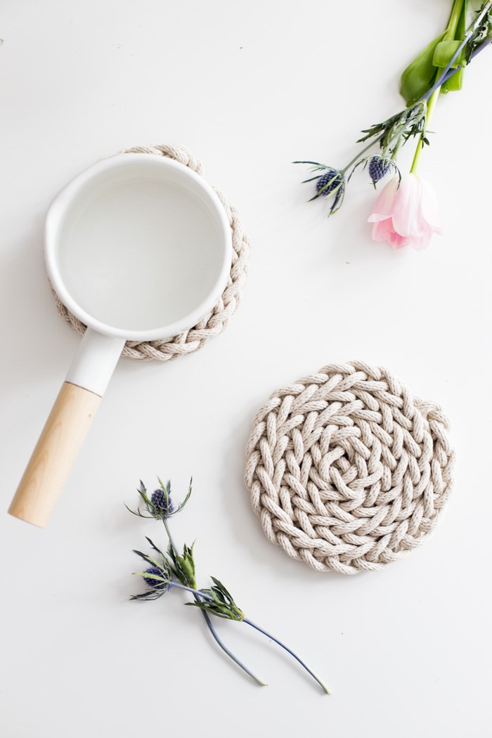 Finger knit trivet tutorial