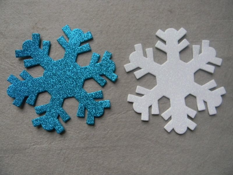15 Crafts That Use Glitter As Snow