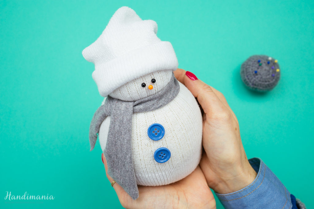 How to make sock snowmen fabric