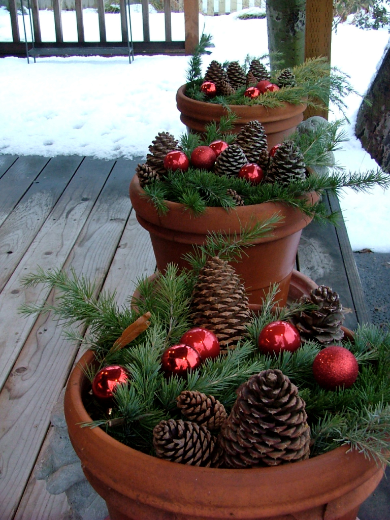 Pinecone planter decor for the front porch
