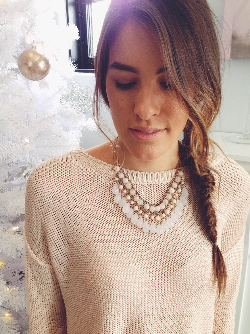 Relaxed fishtail braid to the side