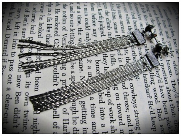 Sparkling gunmetal earrings