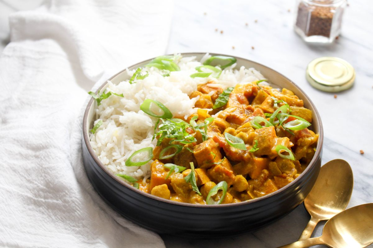 Sweet potato and chickpea curry serve