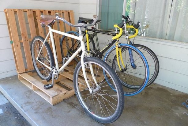 Diy pallet family bike rack