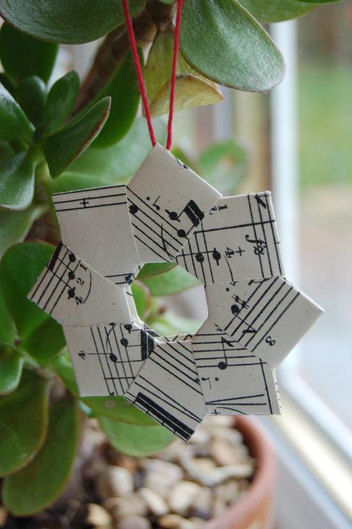 Diy paper wreath ornament