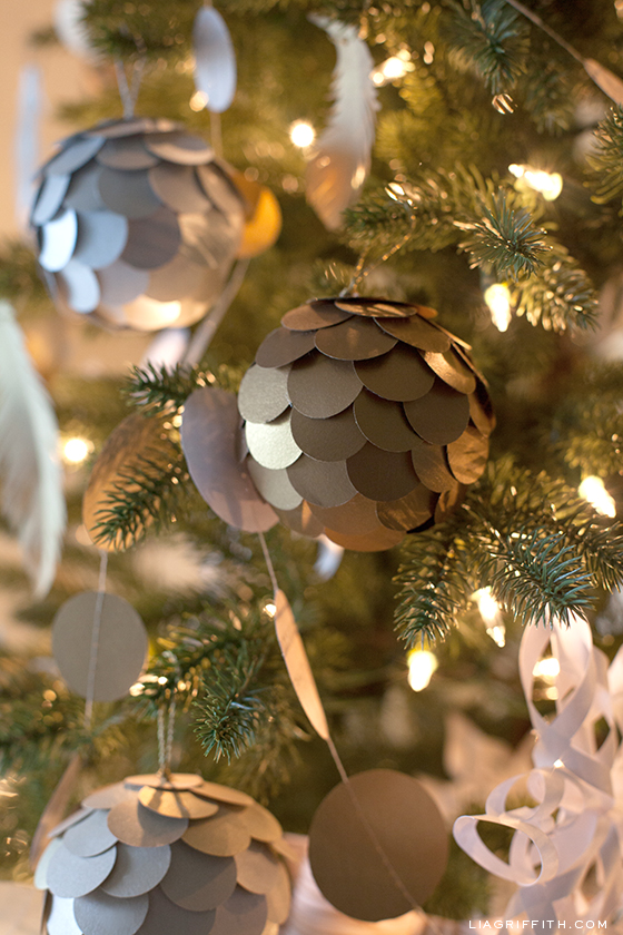 Diy scalloped paper ornaments
