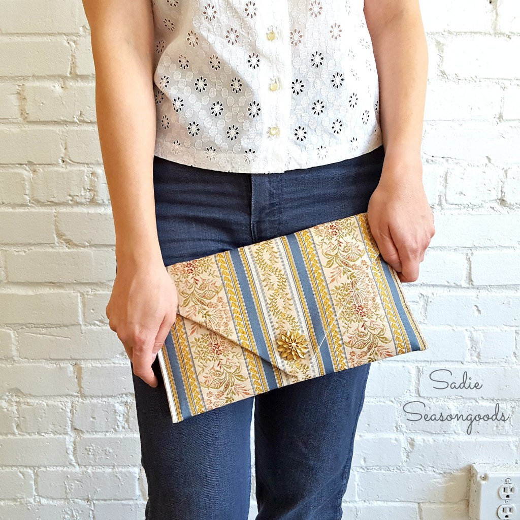 Diy table runner clutch handbag
