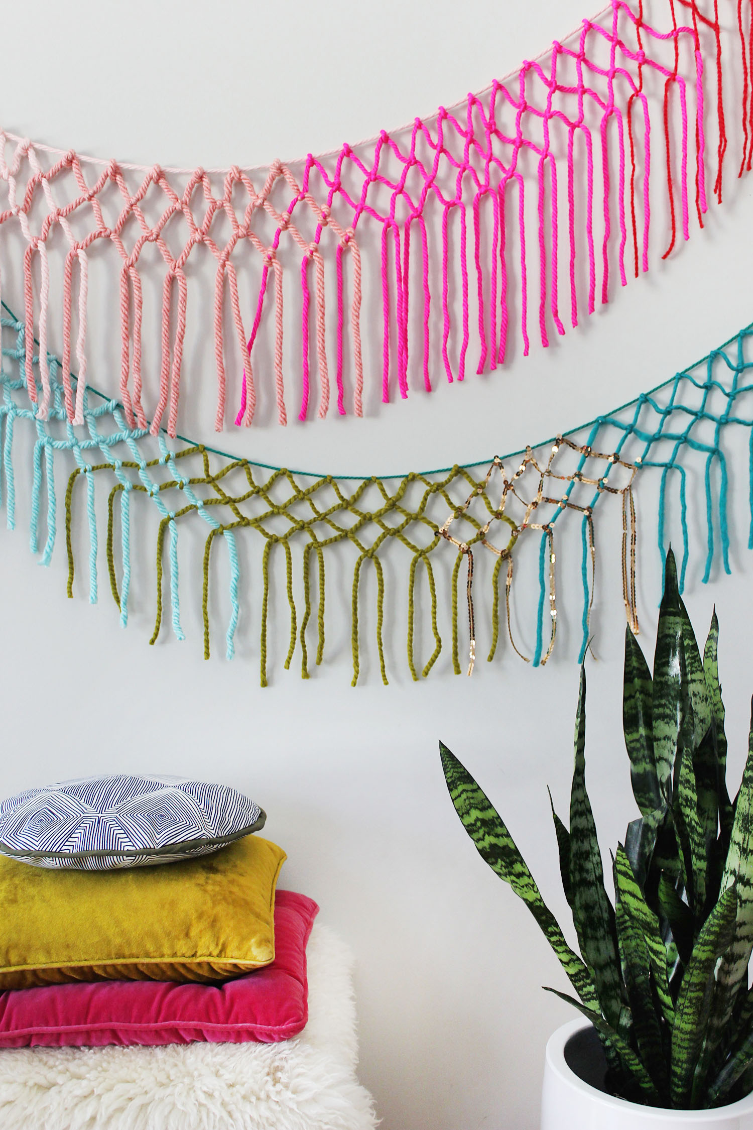 macrame with yarn 25 diy yarn wall hangings 1765