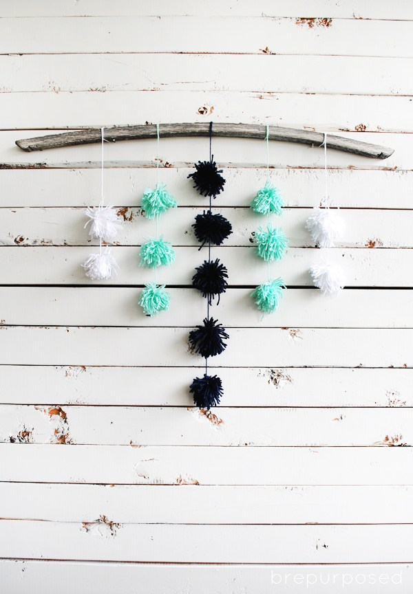 Pom pom yarn wall hanging diy