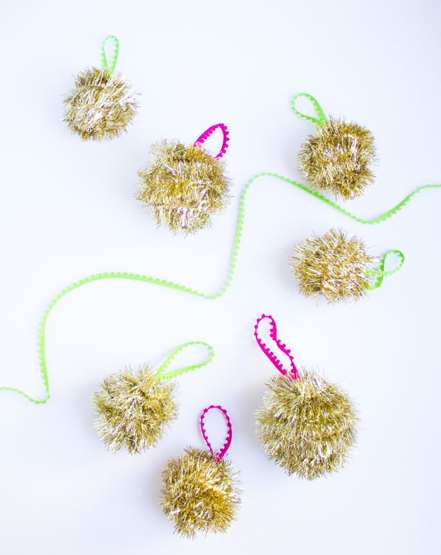 Tinsel garland ornament diy