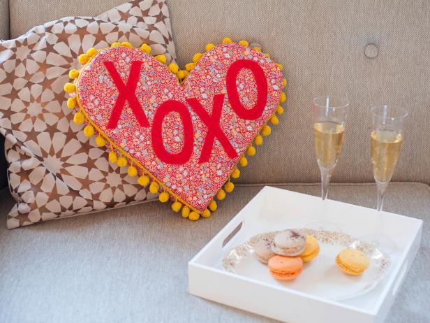 Original michelle edgemont valentines day phrase heart pillow beauty1 h jpg rend hgtvcom 616 462