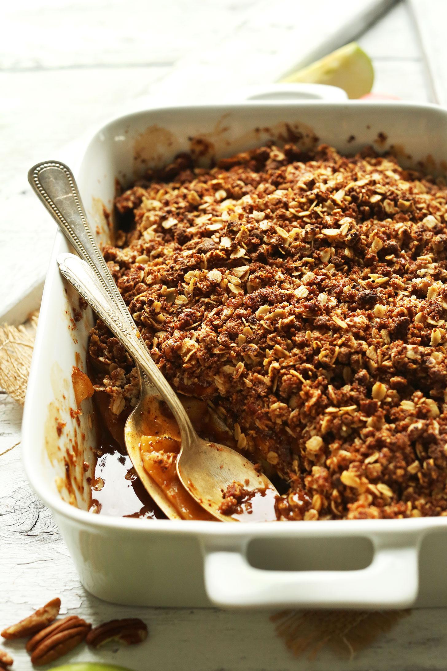 The best vegan apple crisp with a pecan oat topping 1 bowl and naturally sweetened vegan apple fall thanksgiving recipe applecrisp