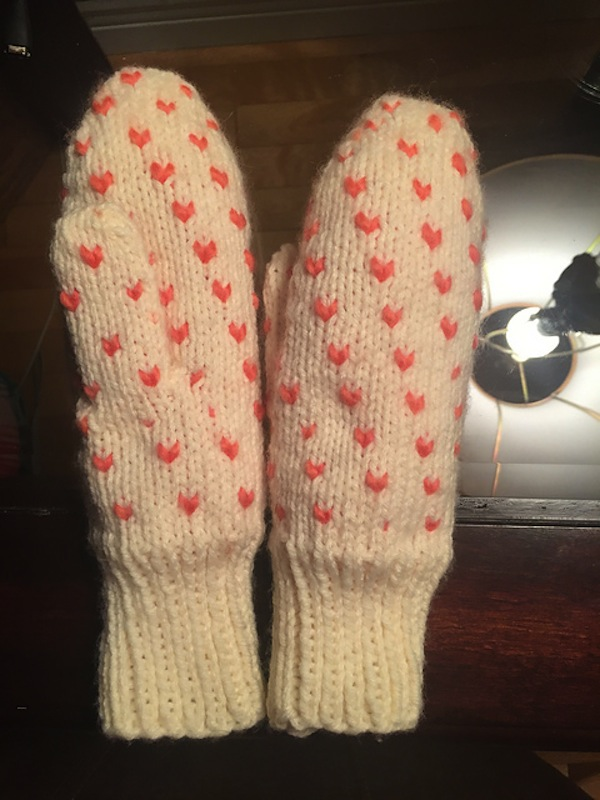 Valentine's day thrum mittens