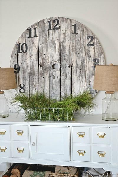 Diy pallet wall clock