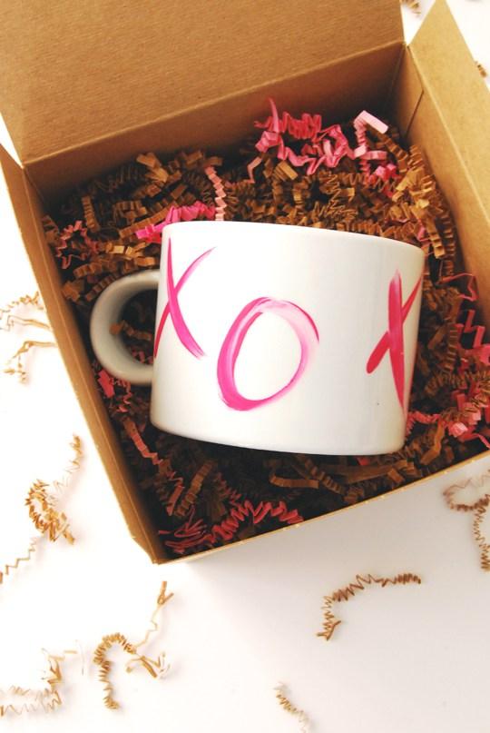 Diy xo valentine's day mugs