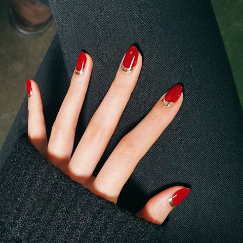 Elle Red Nails Unistella