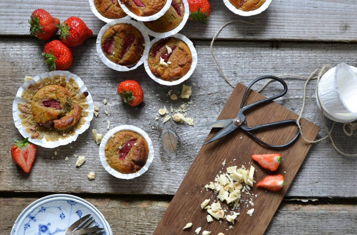 Strawberry muffins with white chocolate and chickpeas