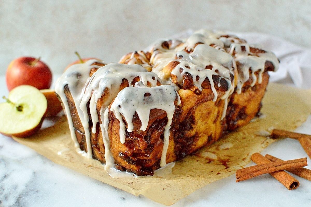 Apple cinnamon pull apart bread with vanilla bean glaze, perfect for an indulgent brunch!