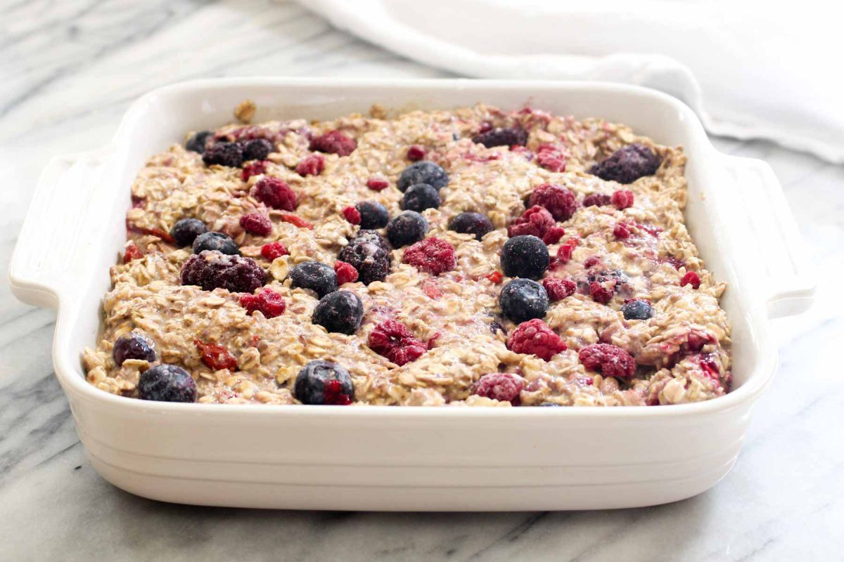 Banana berry baked oatmeal backing dish
