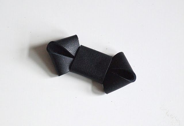 Black leather bow diy