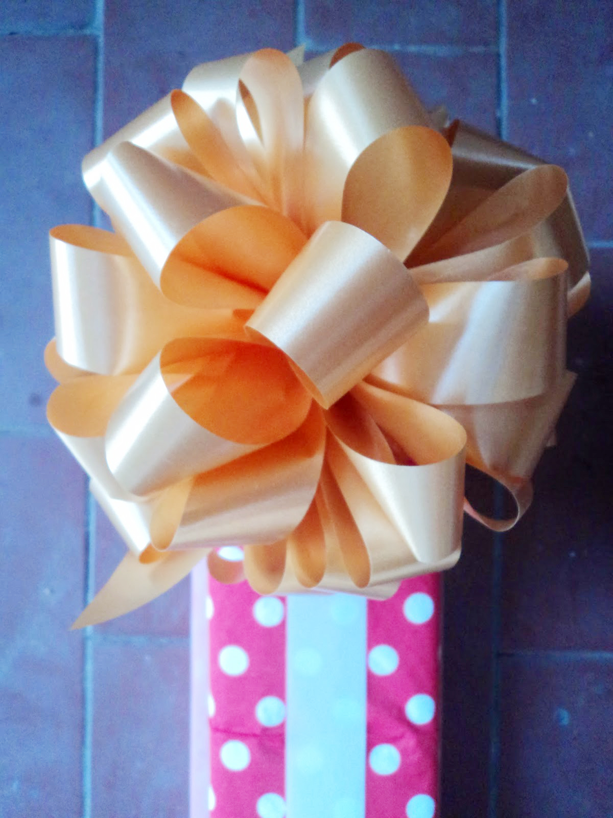 Large decorative bow diy