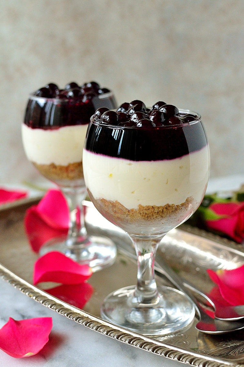 Easy, no bake lemon blueberry cheesecake