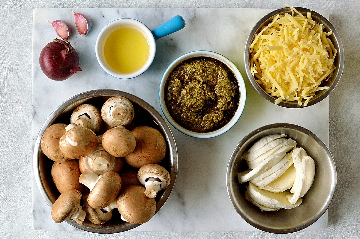 Mushroom pesto pizza topping ingredients