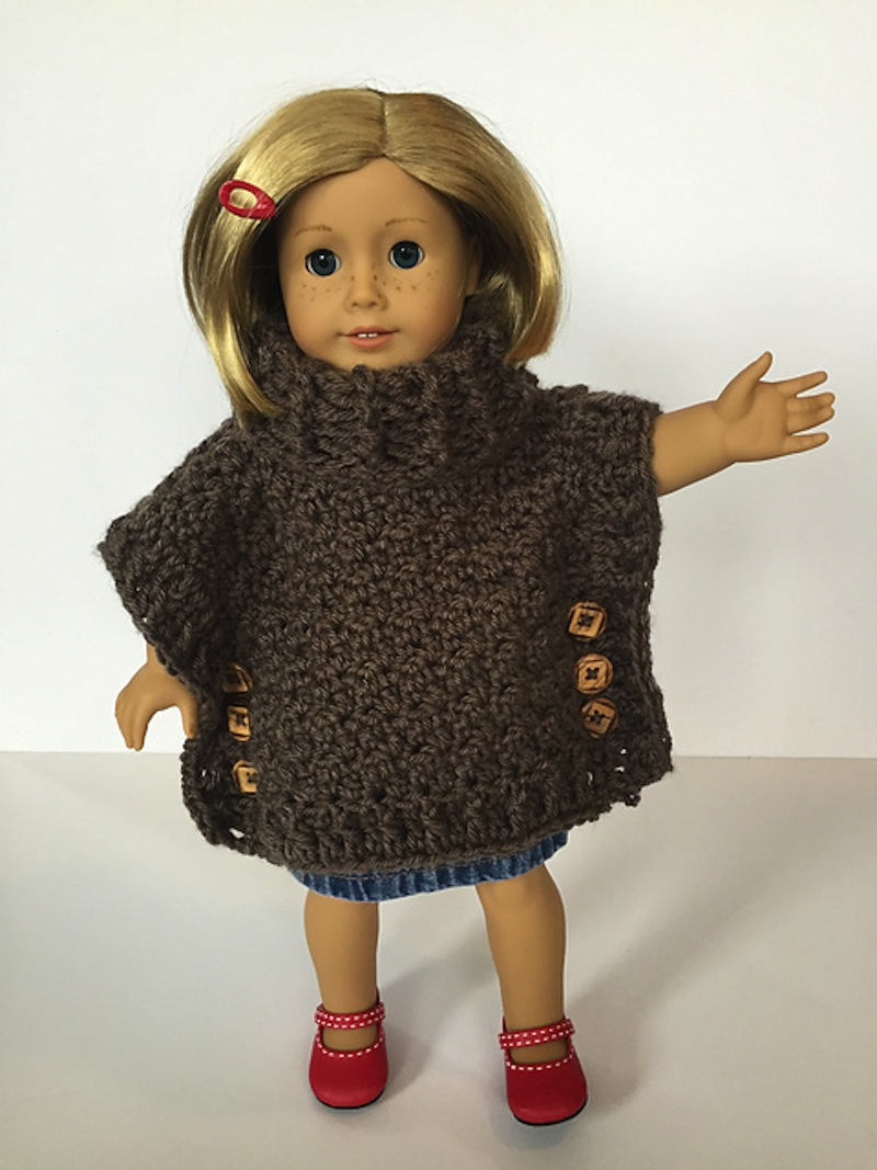 Doll poncho with turtleneck and buttons