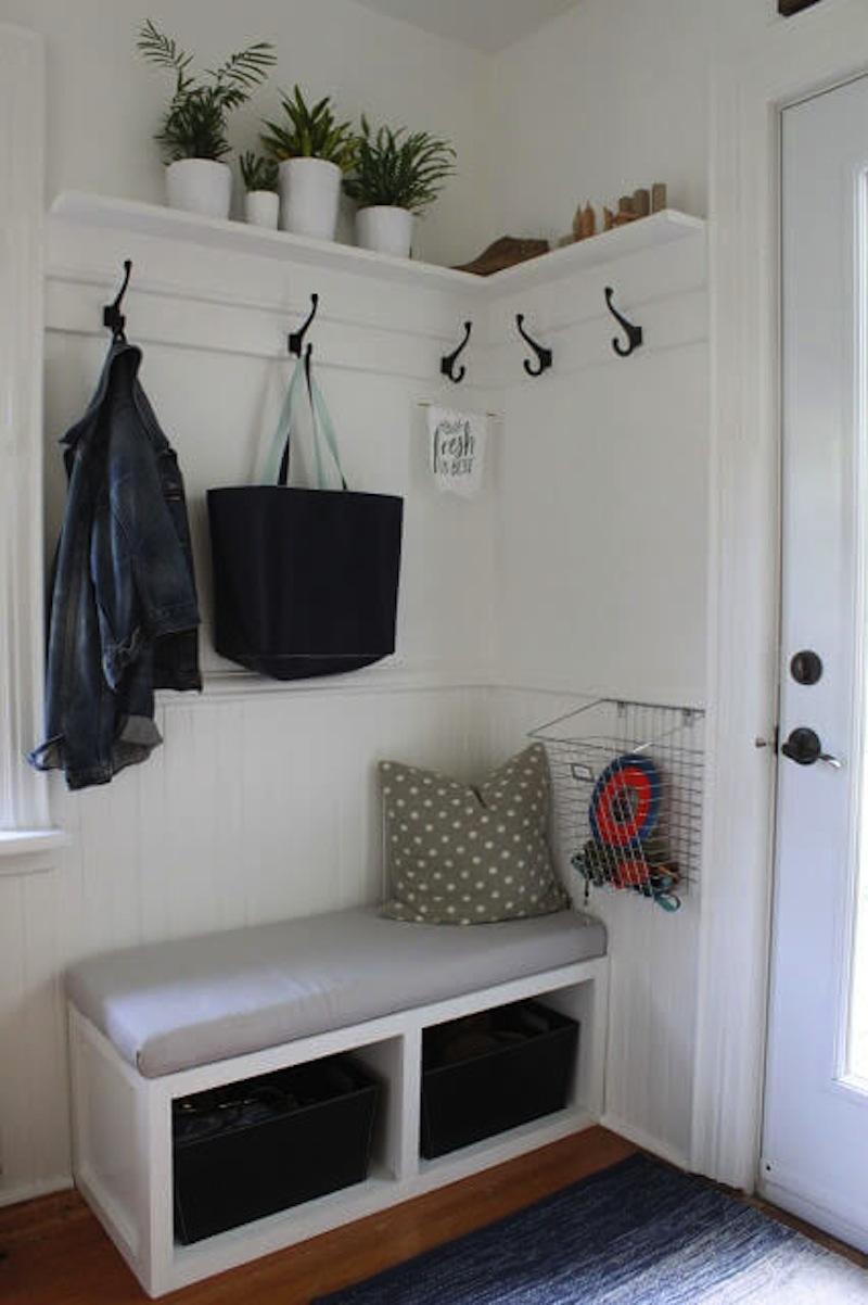 Entryway comfort corner