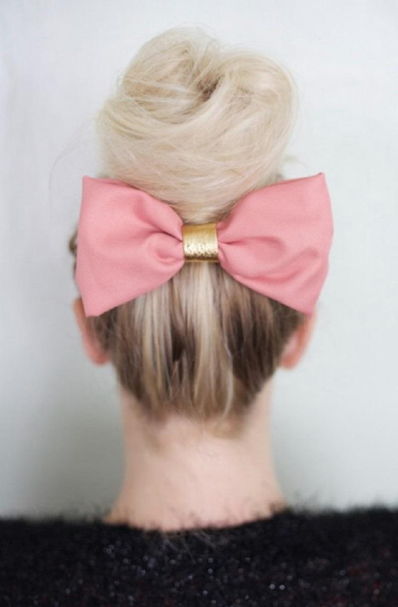 Flouncy hair bow