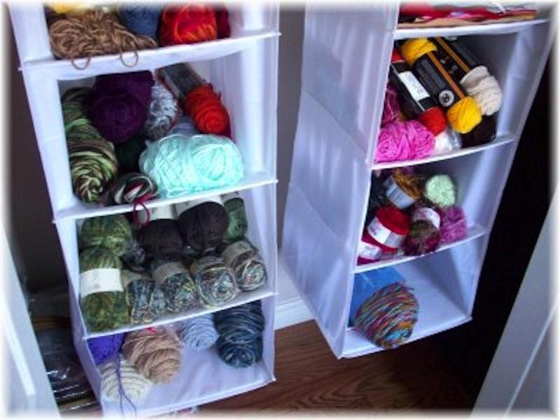 Hanging show organizer yarn