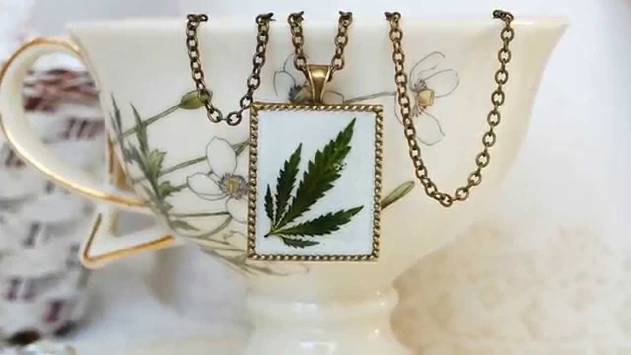 Leaf and resin necklace pendant