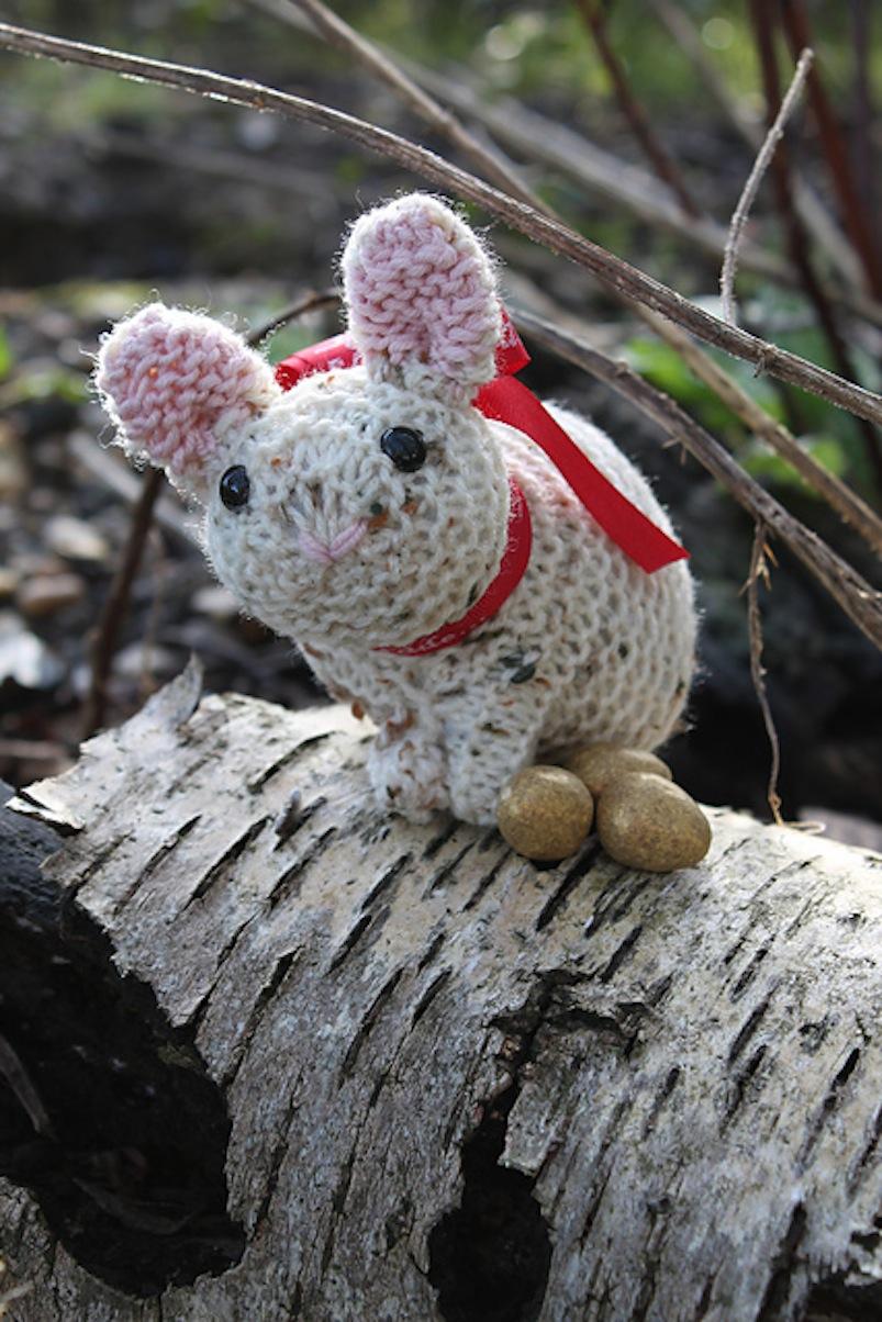 Little crouching bunny