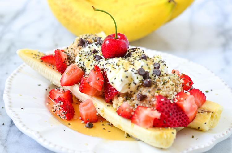 Oatmeal breakfast banana split