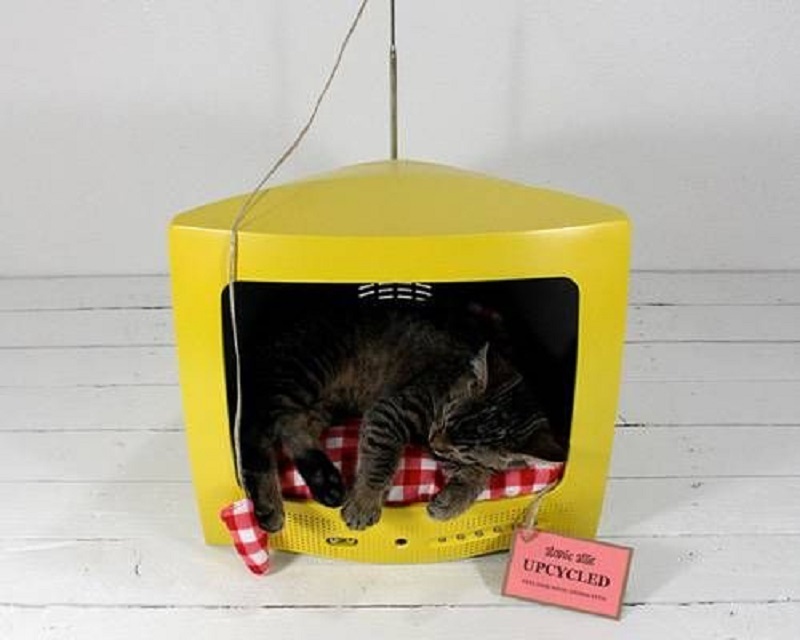 Old tv cat bed