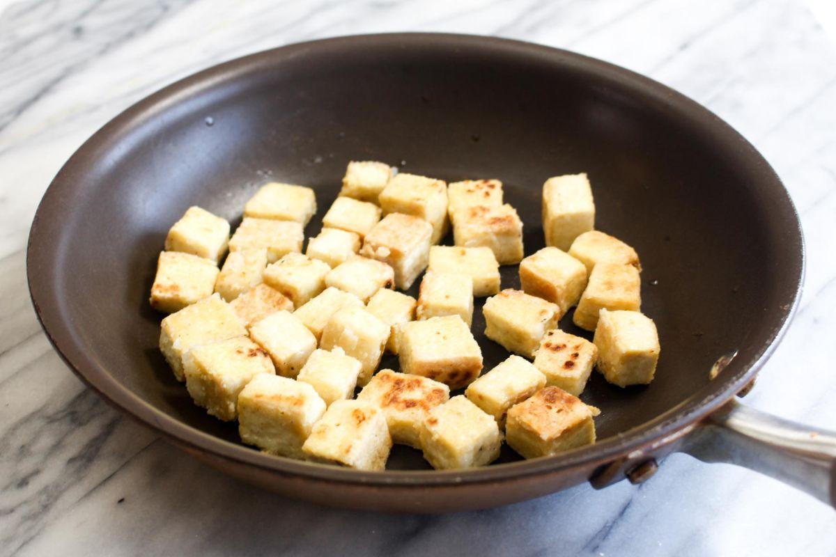 Peanut sauce noodles with crispy tofu teaspoons