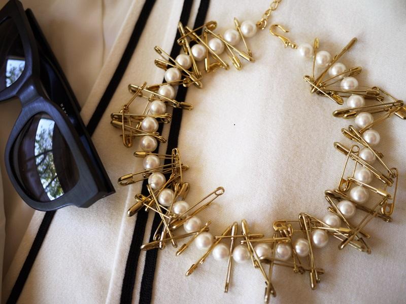Pearls and angled pins choker