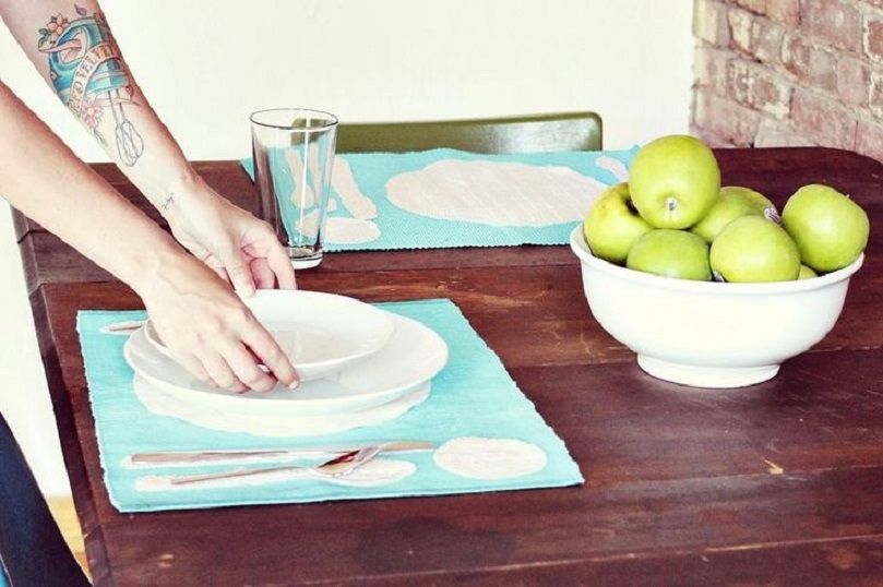Place setting silhouette placemats