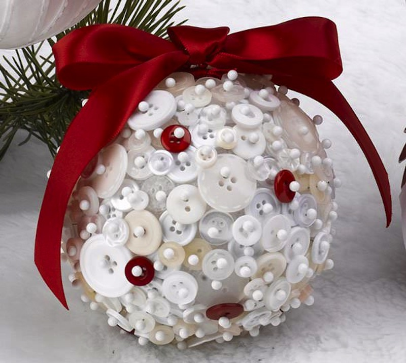 Pretty button ornament