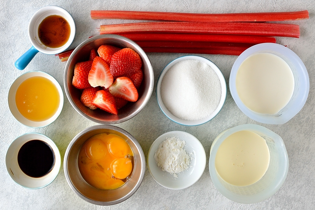 Rhubarb strawberry crumble ice cream ingredients