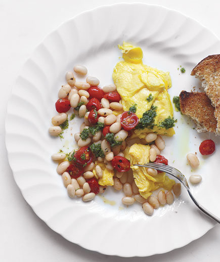 Scrambled eggs with beans tomatoes and pesto