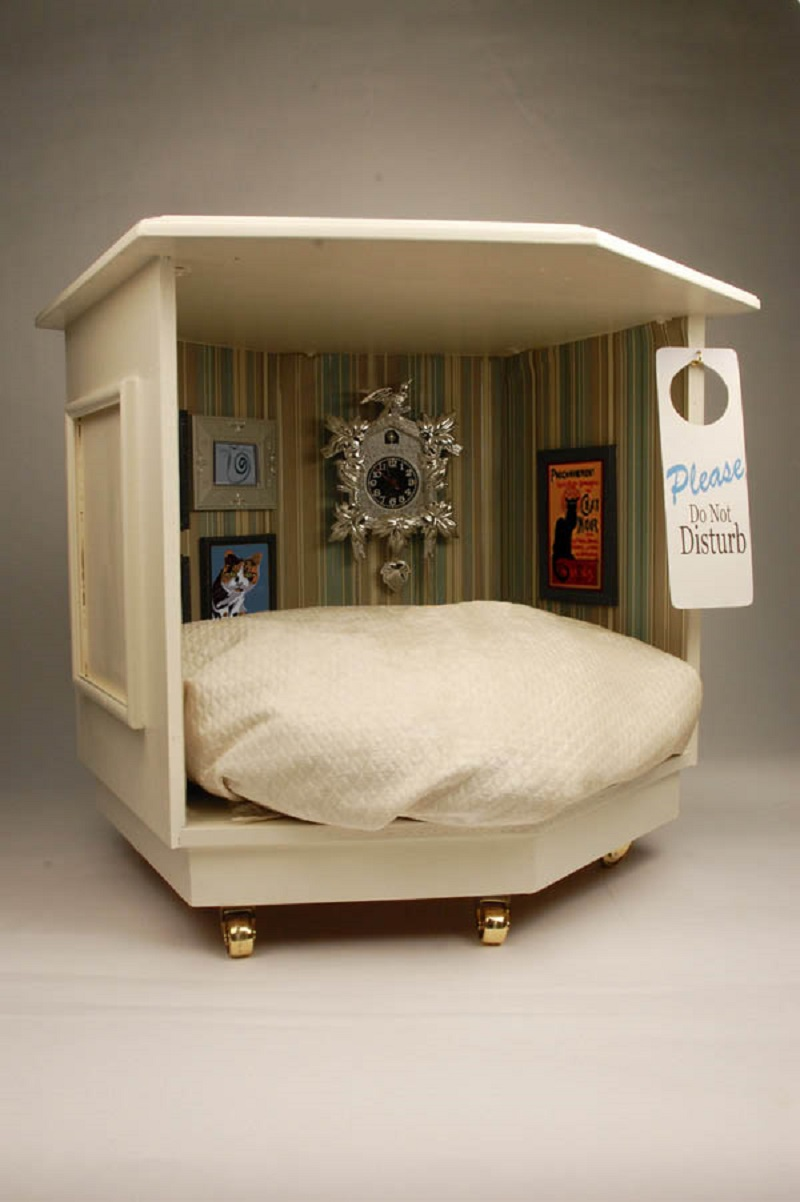 Side table pet nook