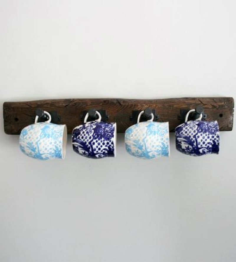 Wooden coffee cup hanger