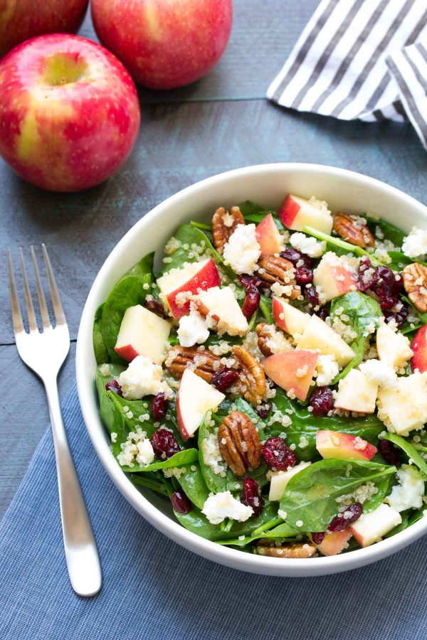 Spinach quinoa salad with apple
