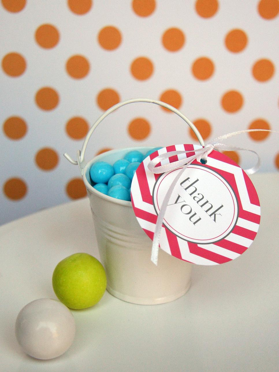 Buckets of bubblegum diy favor