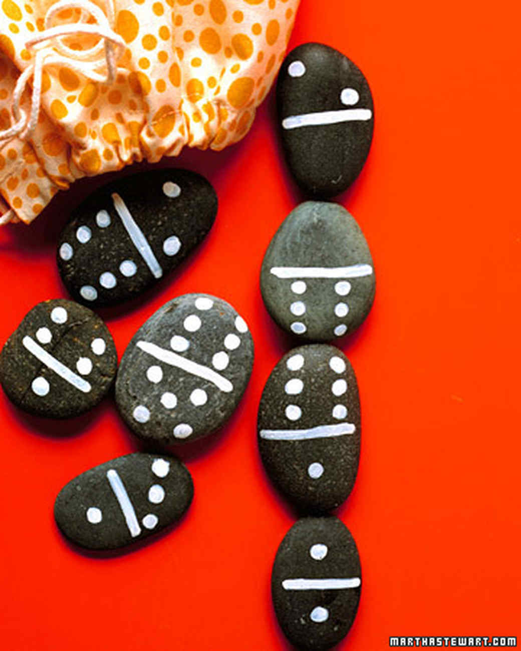 Diy domino rocks